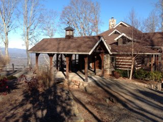 Private Luxury Lodge - Hot Tub & Views Franklin/Highlands, North Carolina, US