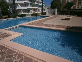 Magnifico piso con piscina, 3 dorm. a 300 mts. del mar, tenis, jardines, cochera