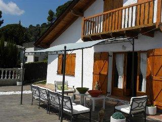 Villa Cebria el Maresme for 9 guests, only 6 minutes to the beach!, Sant Cebrià de Vallalta
