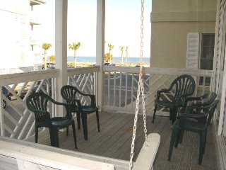 South Beach Ocean Condos - South - Unit 1 - Just Steps to the beach, Shops and Restaurants - Ocean View, Tybee Island