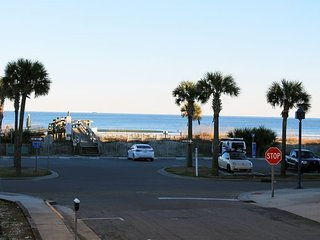 South Beach Ocean Condos - North - Unit 3 - Just Steps to the beach - Ocean View FREE Wi-Fi, Tybee Island