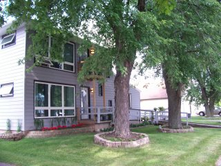 LARGE home with room to roam., Neenah