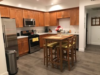 Affordable Cozy Brand New Apt/WIFI/gated parking, Los Angeles