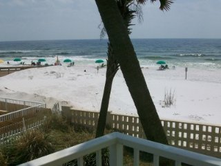 Aqua Villa 201, 2BR beach front with private balcony and gorgeous views, Fort Walton Beach