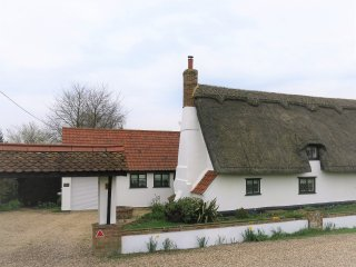 Cosy Cottage, 6 The Green, Bury St Edmunds, Flempton