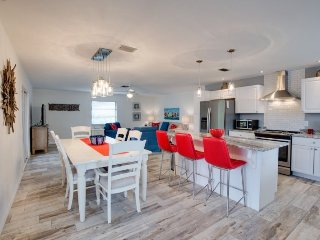 Beautiful, completely renovated 2 BR Pier Area Upper Suite - Lazy Lobster Up, Fort Myers Beach