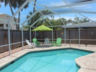 Adorable Vacation Escape with private pool and large screened lanai - Absolute, Fort Myers Beach