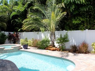 Luxury Brand New Bay View home with Outstanding Pool Area and Decor - Sea La Vie, Fort Myers Beach