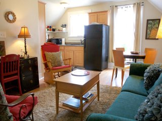 Downtown Santa Cruz~ 2 Bedroom Victorian Apartment