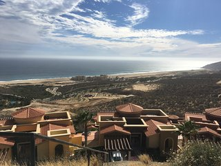 RESORT STYLE HOME AWAY FROM THE CROWDS! SWEEPING VIEWS, OCEANFRONT QUIVIRA GOLF., Cabo San Lucas