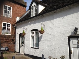 2 bed Character Cottage with parking, historic Cartway, Bridnorth, Shropshire
