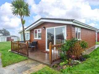 TIGGY WINK, cosy chalet, on-site facilities, close to beautiful beaches, near