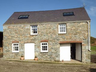 BRAN GOESGOCH, detached, stone-built, hot tub, pet-friendly, WiFi, Holyhead, Ref