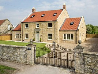 ST. HILDA'S HOUSE, stunning holiday home, six bedrooms, woodburners, Sky TV, Hov