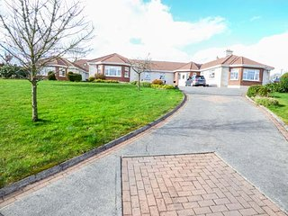 PINE VIEW, all ground floor, pet-friendly, enclosed garden, nr Ballinamuck, Ref, Clondra