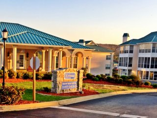 Escape to Branson Wyndham Meadows Condo 50% off comfort of home type of feel MO