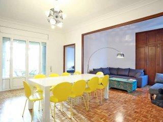 Sunny Penthouse + Terrace,steps to Plaza Catalunya