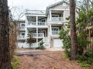 7 Bayberry - 6 bedroom, 6.5 bath home - 2nd row from the ocean!, Hilton Head