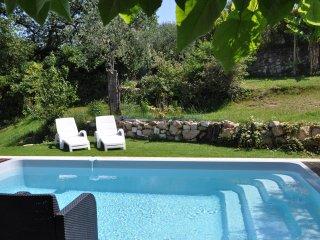 Belle villa independante avec grand jardin proche