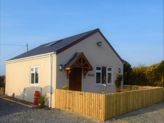 Ty Bach Twt - Luxury Cottage For Romantic Couples near Seaside Nefyn - Fab Views