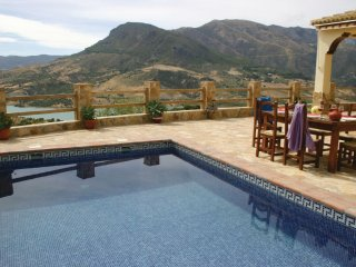 Gorgeous house with mountain views, El Gastor