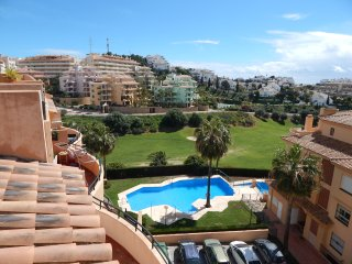 Flores Del Golf duplex 3 bed apartment with golf and sea views, La Cala de Mijas
