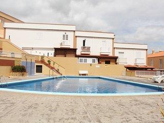 Apartamento con piscina y balcón al mar