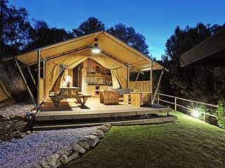 Luxury six-person safari tent lodges Da Vista at Casa Fontelheira, Cabeceiras de Basto
