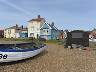 Oakley House - A stunning house on Aldeburgh seafront  with fantastic views