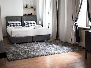 M16 apartment in Stare Miasto {#has_luxurious_ame…