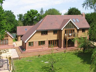 Beautiful five-bedroom house in convenient location for Gatwick, London, Sussex, Pease Pottage