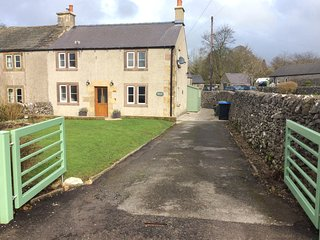 Characterful ,pet friendly cottage,sleeps 4,stunning views,village location, Biggin-by-Hartington