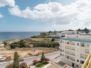 Shea Black Apartment, Armacao de Pera, Algarve