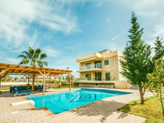 Myrto VIP Villa, 950m Away From Gergioupolis Beach, Chania Crete