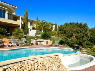 MODERN VILLA WITH 180˚ DOMINANT VIEWS AND POOL NEAR MONTPELLIER, Saint-Gely-du-Fesc
