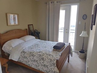 Fresh, Spring Cleaned HOME Near Amenities - w/Parking, Ottawa