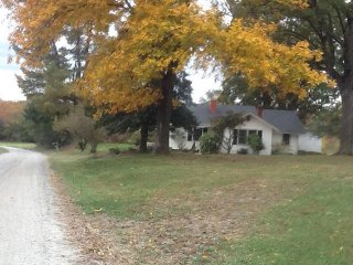 Old farm house in Yadkin Valley Wine Country, Hike Elkin trail to Stone MT. SP