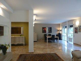 SUPERIOR & EXCLUSIVE !!! Appartamento di 130mq con 3 camere e 2 bagni