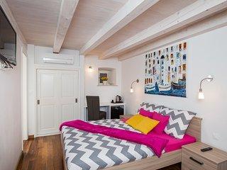Apartments&Rooms Kerigma- Rosalinda Roza- Superior Triple Room with City View, Dubrovnik