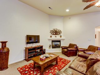 Dog-friendly townhome close to downtown Moab w/ shared pool access!