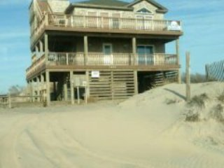 THE SANDMIX  ( 4X4 Carova Beach) LUXURIOUS HOME WITH GREAT OCEAN AND SOUND VIEWS