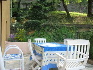 Large bright apartment, medieval Vence, shops, mountains, sleeps 4+sofabed wi-fi