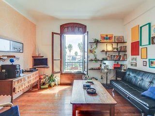 Cozy condo w/ bay views - walk to cafes, the old town, museums & more!