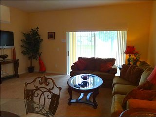 4 Bedroom 3 Bath Town Home in Fantastic Gated Resort. 2633CA, Davenport