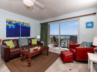 Pelican Isle 202:**MUST SEE** Remarkable beach front unit. WiFi,Pool, Hot tub