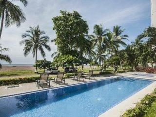 Beach front luxury condo The Palms 901, Jaco
