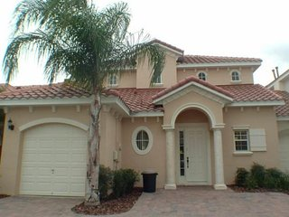 4 Bedroom Pool Home with Private Pool & Spa. 812BD, Orlando
