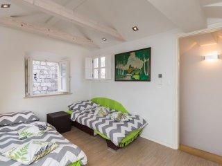 Apartments & Rooms Kerigma - Standard Studio / Olivia Green