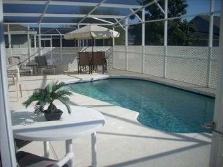 Lovely 4 Bedroom 2 Bathroom Spacious Home With Great Pool. 166LRP, Kissimmee