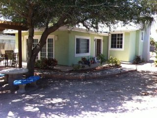 Oceanfront Cottage Pool, Private Yard & Beach Access - Sleeps 10 Guests